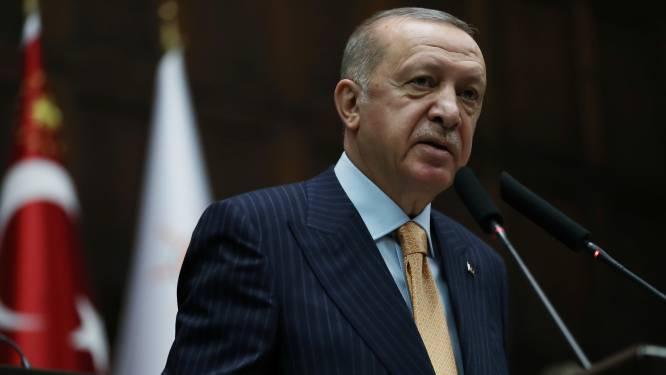 """Erdogan noemt makers Charlie Hebdo """"schurken"""" en kondigt """"juridische en diplomatieke maatregelen"""" aan"""