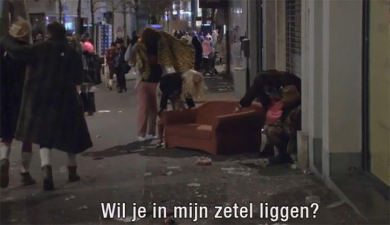 Waar naartoe met je grof huisvuil? Dump het op Aalst carnaval, bedachten de makers van het satirische actualiteitsprogramma.