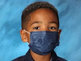 """Mason (6) weigert mondmasker af te zetten voor schoolfoto: """"Mama heeft gezegd dat ik het op moet houden"""""""