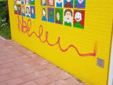 Door leerlingen Marcoen beschilderd huisje in Dorst verpest met graffiti