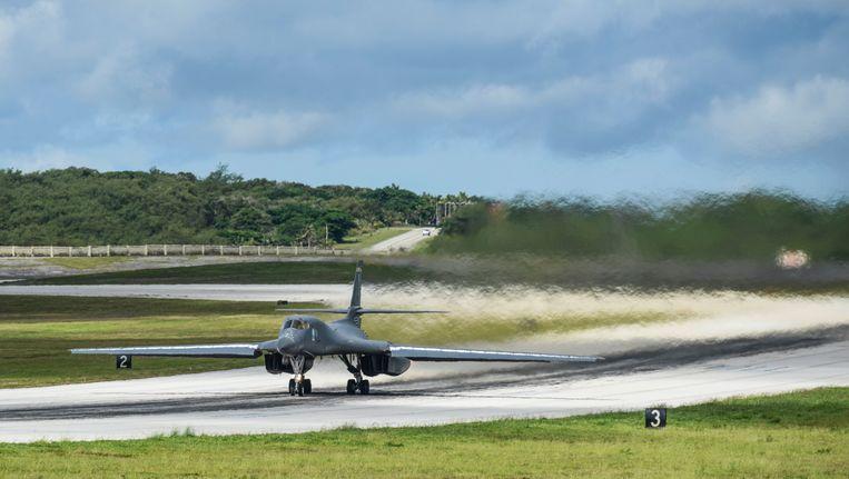 Een Amerikaanse B-1B-gevechtsvliegtuig op de Andersen Air Force-basis in Guam. Beeld photo_news
