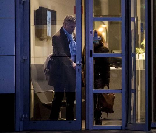 Bewindvoerders Kees van de Meent en Hanneke De Coninck Smolders verlaten het hoofdkantoor van Vroom en Dreesmann afgelopen 16 februari net nadat een doorstart onder CoolCat-baas Roland Kahn definitief is mislukt