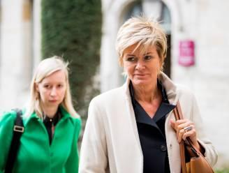 """Wie is Christine Mussche, de advocate die de vrouwen in de zaak-De Pauw verdedigt? """"Van alle sms'jes is er niet één aan haar aandacht ontsnapt"""""""