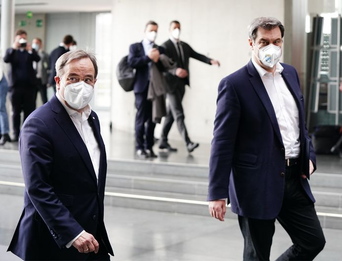 CDU-voorzitter Armin Laschet (L) en CSU-voorzitter Markus Söder (R) zondag in Berlijn.