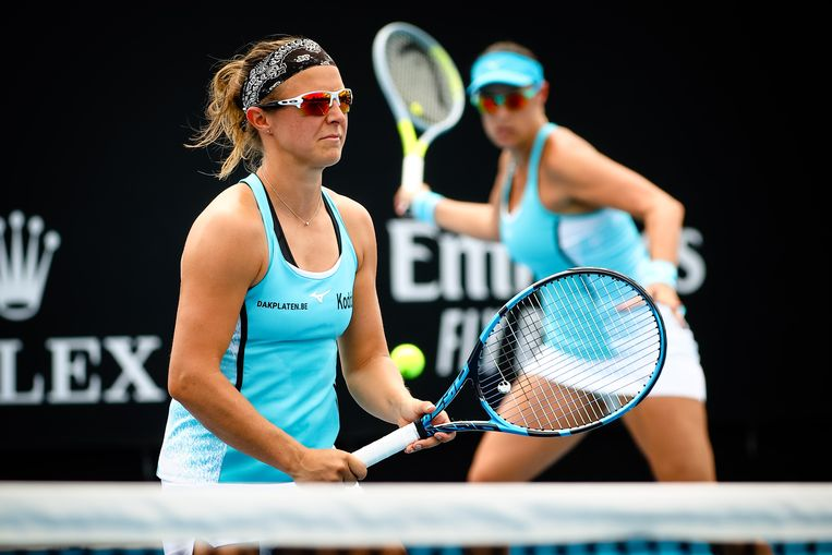 Kirsten Flipkens en Andreja Klepac tijdens hun match tegen Aliona Bolsova en Jasmine Paolini  Beeld BELGA