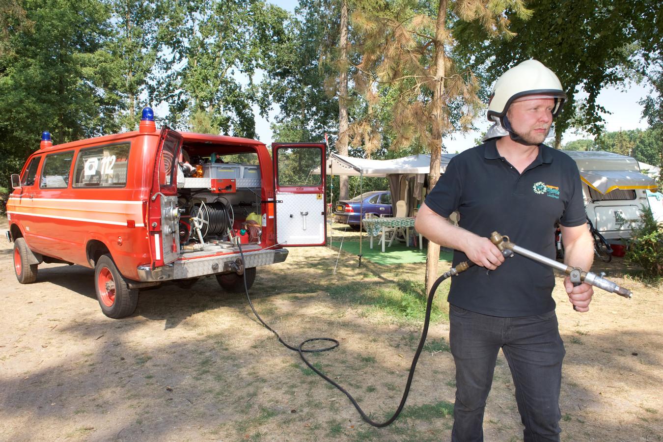 Camping De Jutberg in Laag-Soeren heeft drie weken de beschikking over een brandweerauto.