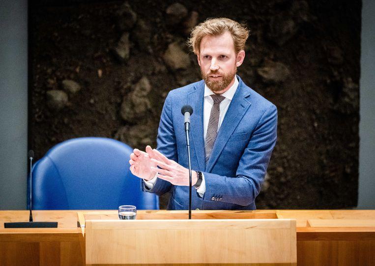 Staatssecretaris Dennis Wiersma van sociale zaken (VVD) gaf toe niet heel blij te zijn met het wetsvoorstel om de kinderbijslag de komende jaren niet te indexeren. Toch zet hij het voorstel door. Beeld ANP, Bart Maat