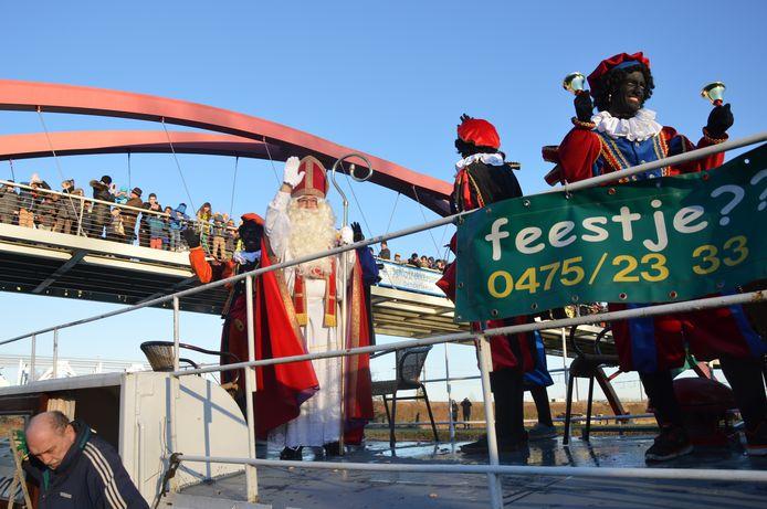Sinterklaas tijdens één van zijn vorige aankomsten in Denderleeuw.