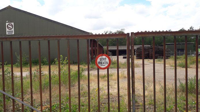 Het terrein van het failliete Sneek Hout in Putte is in beeld voor de bouw van 30 woningen, een van de vele bouwplannen in de gemeente Woensdrecht.