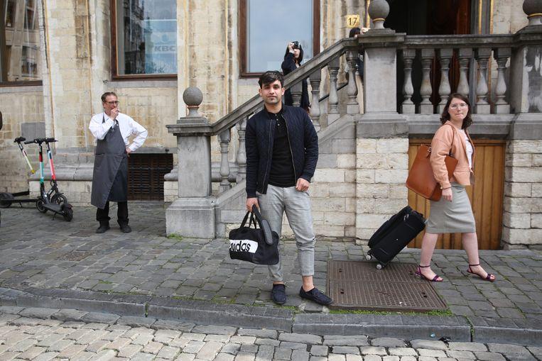 Wazir Shinwari, die op zijn veertiende van Afghanistan naar Brussel reisde, in de Belgische hoofdstad. Beeld Sander de Wilde