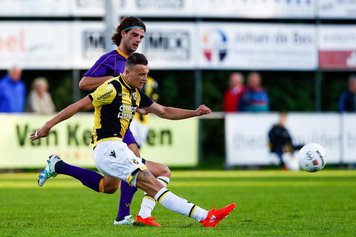 Mats Grotenbreg (hier op archiefbeeld) scoorde de gelijkmaker voor Vitesse in de oefenwedstrijd tegen Volendam.