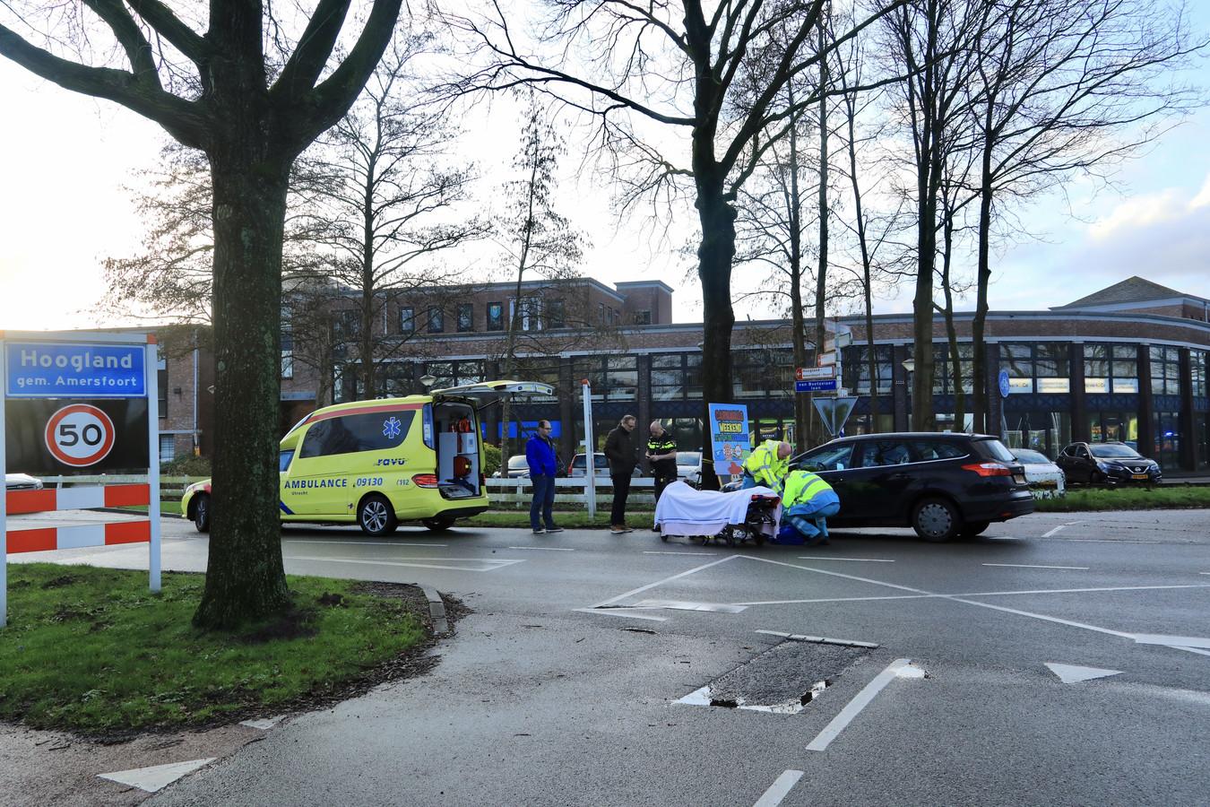 Politie en ambulance zijn ter plaatse bij het ongeluk.