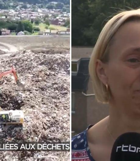 """Des milliers de tonnes de déchets des inondations entassées à Wandre, les riverains sont à bout: """"C'est abominable"""""""