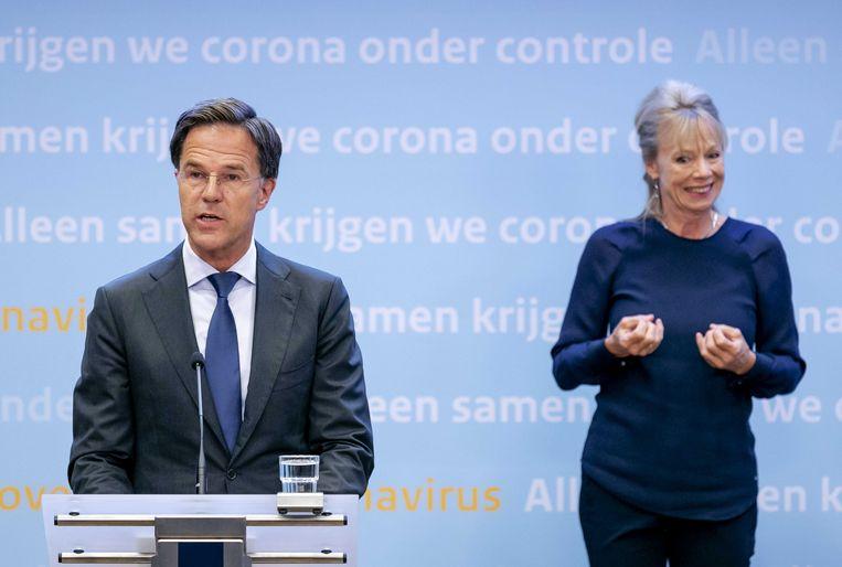 Premier Rutte  donderdagavond tijdens de persconferentie over de coronacrisis. Beeld ANP