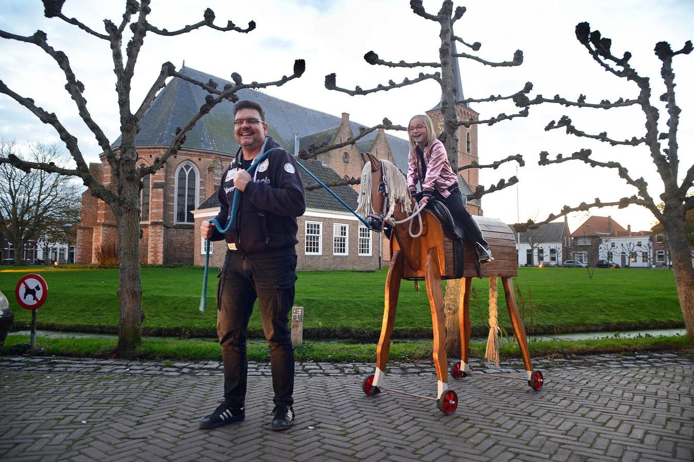 Jeremy Harms maakte een groot paard voor dochter Kany.