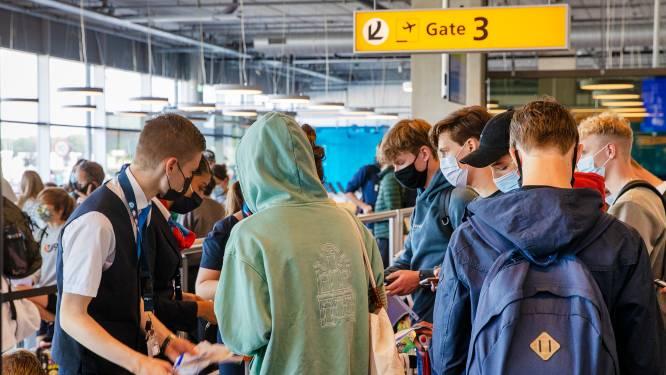 Steekproeven bij vakantiegangers; weinig reizigers Eindhoven Airport in de fout met 'coronabewijs'