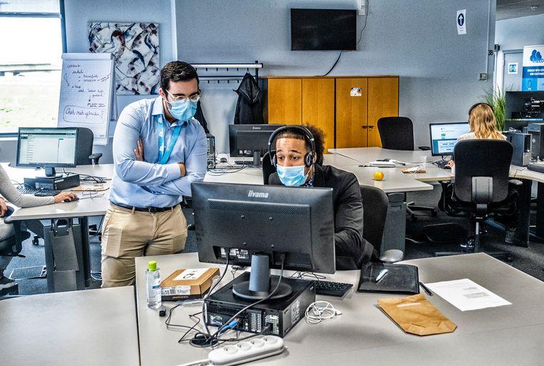 Contact tracers aan het werk. Geert Molenberghs: 'De contact tracers zijn cruciaal om nieuwe pieken te vermijden.' Beeld Tim Dirven