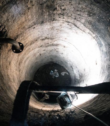 Buurmannen ontdekken na twintig jaar mysterieuze ruimte onder hun tuin: schuilkelder of waterput?