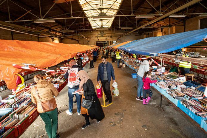 De Blijdschap bleek vanwege de ruimte een ideale locatie voor de boeken- en rommelmarkt die normaal rondom het Irenegebouw werd gehouden.