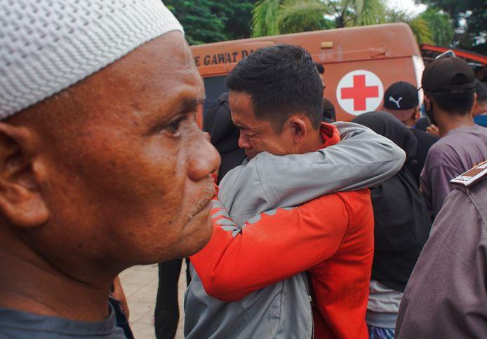 Grote emoties na de beving in Mamuju.