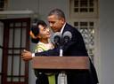 Een knuffel van de Amerikaanse president Barack Obama die Myanmar bezocht in 2012.