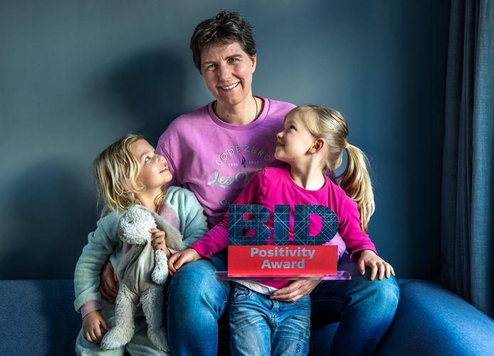 Mascha Struijk met haar dochters Floor(5) en Jet(3).