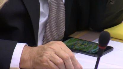 """Ophef over Jan Jambon die Angry Birds speelt in Vlaams Parlement: """"#sterkejan is zijn cijfers aan het bijeen spelen"""""""