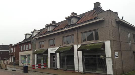 Ook de panden Raadhuisstraat 20, 22, 24 en 26 in Hoogerheide gaan deze maand tegen de vlakte om plaats maken voor een nieuw zorgcomplex.