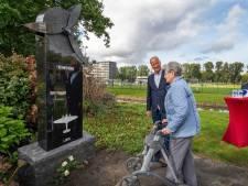 Monument voor in de Tweede Wereldoorlog omgekomen vliegers Michael (23) en Herbert (27)