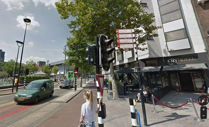 Het City Hotel zit midden in de stad, op De Heuvel om precies te zijn.