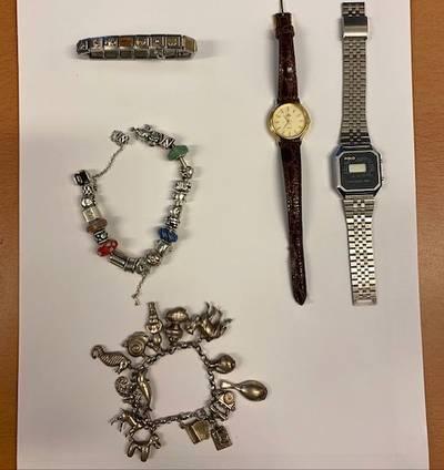 Basisteam Leiden Zuid zoekt eigenaren gestolen sieraden