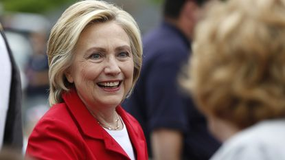 "Hillary Clinton is bang voor ""opa"" Bernie"