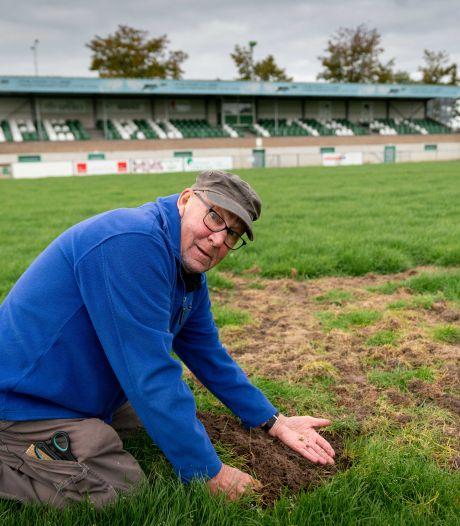 Voetbalclubs  in Betuwe en oud-wethouder willen de gifspuit terug: 'Nu missen we een veld'