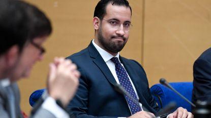 Benalla, ex-veiligheidsmedewerker van Macron, levert diplomatiek paspoort in aan speurders