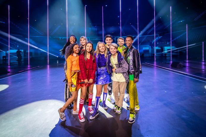De deelnemers aan het Junior Songfestival. Vooraan tweede van links is Naomi Traa. De act van zangeres Robin was ook op het laatste moment afgevallen vanwege corona.