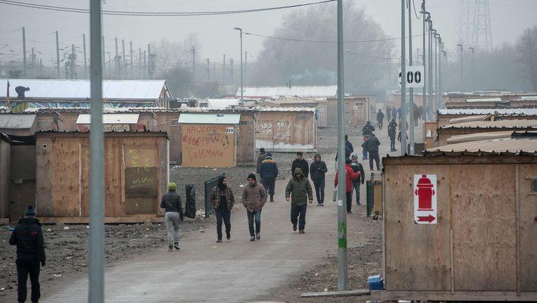 Migranten in het vluchtelingenkamp van Grande-Synthe nabij Duinkerke. Beeld AFP