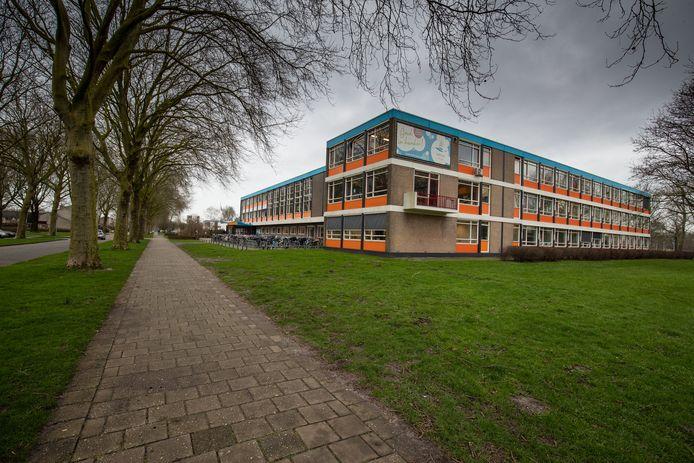 Het Ichthus College aan de Jan Ligthartstraat in Kampen hoopt begin volgend jaar een start te kunnen maken met de lang gewenste nieuwbouw.
