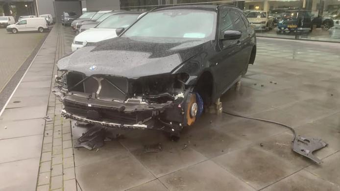 De gestripte BMW in Enter.