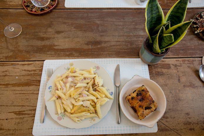 Penne met asperges, ham en Bruxelles kaassaus.
