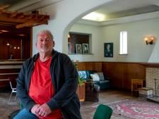 Herman (63) nodigt oudere  lhbtiq+'ers uit in de Mess in Harderwijk