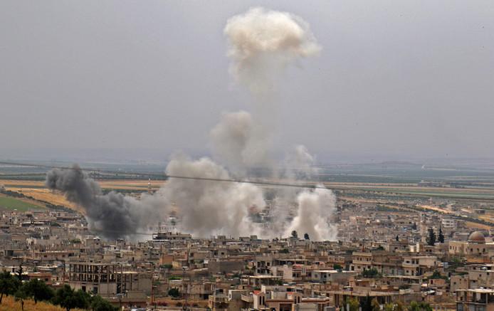 Syrische troepen voerden donderdag bombardementen uit op de stad Khan Sheikhun in Idlib.