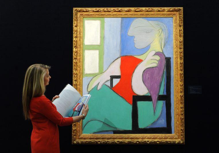 Minstens 45 miljoen euro moet 'Femme assise près d'une fenêtre (Marie-Thérèse)' kosten, schatten ze bij Christie's. Beeld EPA