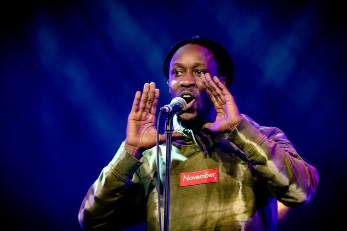 Akwasi treedt op tijdens de uitreiking van de 3FM Awards in poppodium Patronaat.