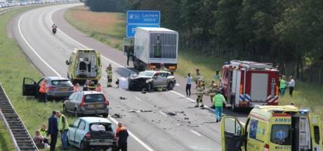 Zes gewonden en ravage op A1 na ongeval met zes voertuigen