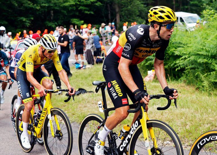Wout van Aert zit in de vlucht, samen met zijn eeuwige rivaal Mathieu van der Poel. Beeld Photo News