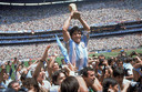 Diego Armando Maradona met de wereldbeker in 1986.