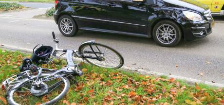 Fietsster gewond na aanrijding met auto in Asten