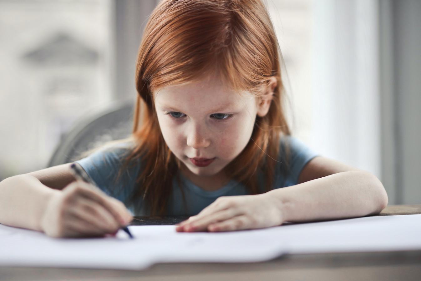 Het duurt gemiddeld een half jaar langer voor een kind goed kan schrijven.
