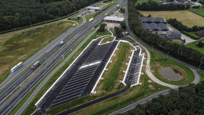 De nieuwe parkeerplaats langs de A12, kort voor de Duitse grens.