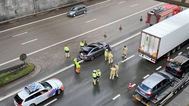 Bestuurders gaat aan het slippen op A12:  twee auto's en twee vrachtwagens delen in de brokken